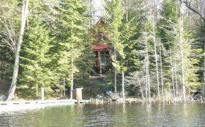 chalet Pêcheur vu du lac