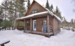 chalet de bois rond hiver